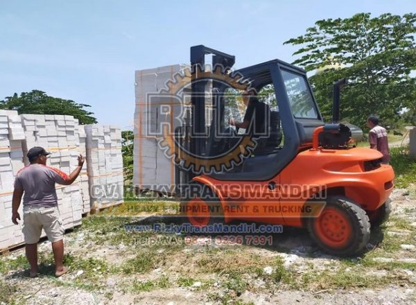 Jasa Rental Sewa Jual Beli Forklift Crane Alat Berat Bekas Termurah di Semarang Jawa Tengah Indonesia
